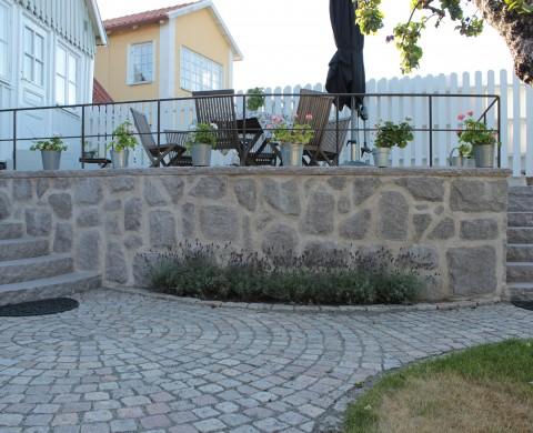Beklädnadsmur med kryssmönster, Blocksteg & Smågatsten