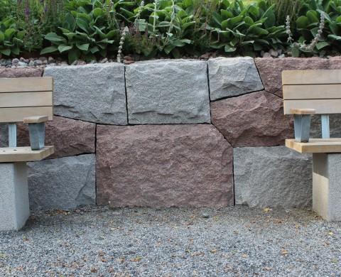 Mur med kryssmönster & bänkar