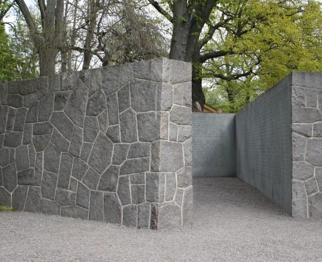 Mur med rubbel-/kryssmönster