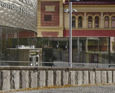 Blockstensmur med avtäckning