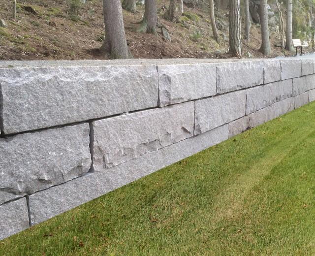 Stapelmur med kvadermönster